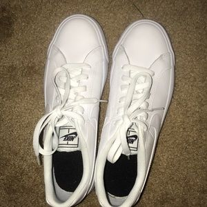 Perfect condition Nike court royale
